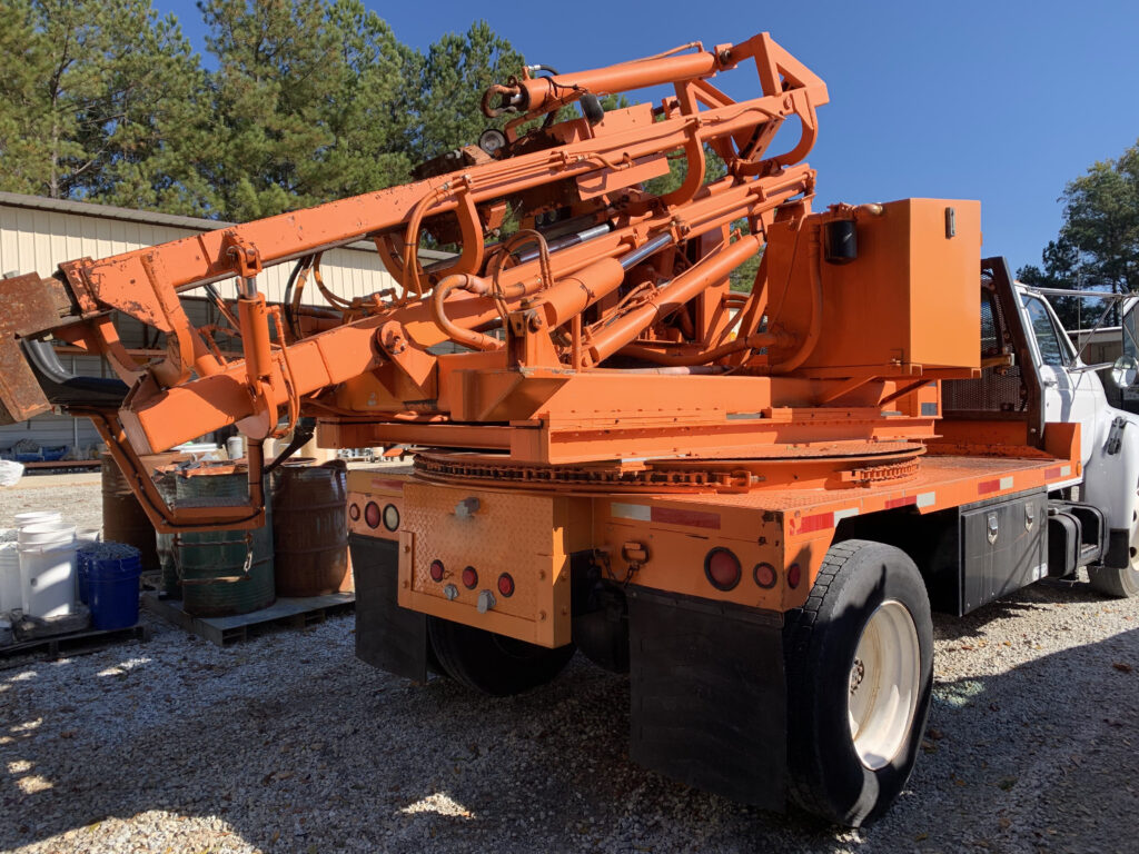 1999 F-800 Remote Guardrail  Drop Hammer Pounder Truck